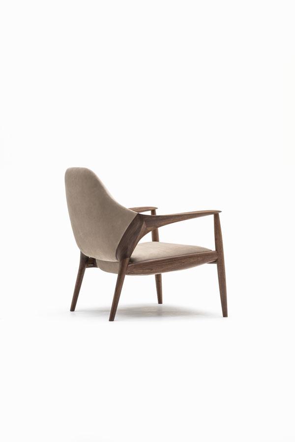 KUNST Armchair, Walnut (oiled), Almond leather