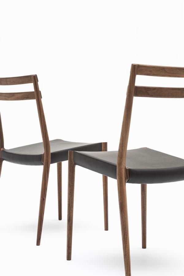 KUNST Cervo Stacking chair, Walnut (oiled), Shade:Ebony leather