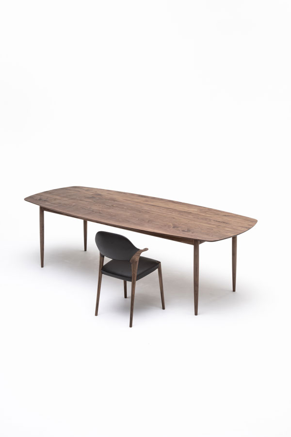KUNST Diningchair, short arm, Walnut (oiled), Shade:Ebony leather