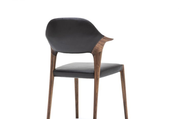 KUNST Diningchair, short arm, Walnut (oiled), Shade:Ebony leather