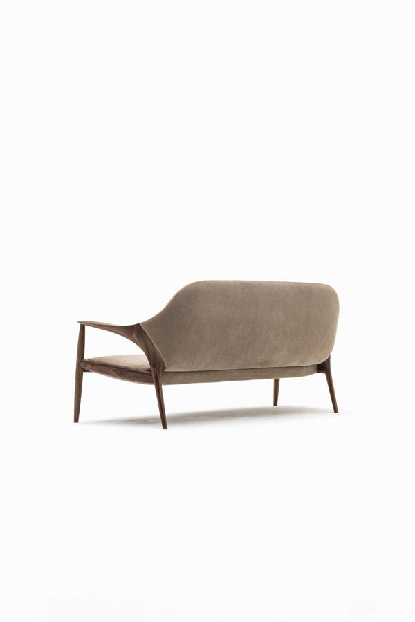 KUNST Sofa, Walnut (oiled), Almond leather